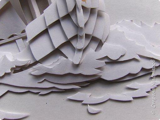 Вот такой парусник мы сегодня попробуем сделать. Размер работы - А4. Для работы нам понадобится белая плотная бумага (я взял ватманский лист) или тонкий белый картон. Ни в коем случае не делайте из тонкой бумаги - она не будет держать объем. фото 21