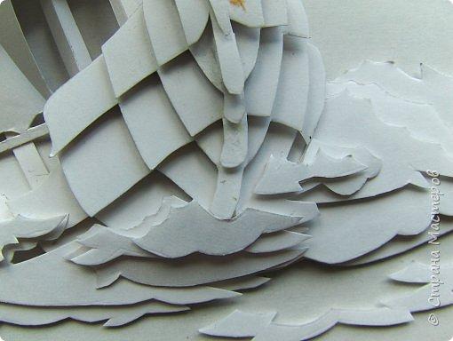 Вот такой парусник мы сегодня попробуем сделать. Размер работы - А4. Для работы нам понадобится белая плотная бумага (я взял ватманский лист) или тонкий белый картон. Ни в коем случае не делайте из тонкой бумаги - она не будет держать объем. фото 22