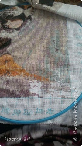 Полгода вышивала я тигров. Пока это самая большая картина, которую я вышила (35х52). Решила немного показать процесс да и для себя оставить память. Вышивала в подарок дядюшке. Итак, начнём историю! фото 12