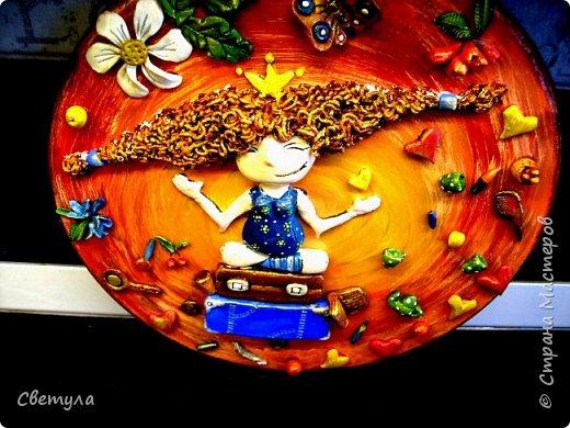 Доброго времени суток, Страна! Ох и долго я к вам выбиралась и наконец то выбралась! Слепилась у меня такая вот девчушка, иллюстрацию увидела в ВК, автор указан не был. Мне кажется что именно так выглядят женские мысли и корона при этом не падает!)))) фото 6