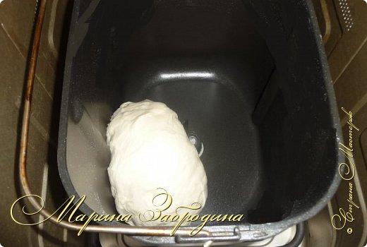 Хачапури по-мегрельски — один из разновидностей грузинского хачапури, рецептов которых множество. Его форма — круглая, в качестве начинки — сыр, чем его больше, тем выпечка вкуснее. Смазывается яичным желтком и также покрывается сыром. Очень вкусно! Подается хачапури по-мегрельски в теплом виде на завтрак или ужин, с чаем или вином. Домашняя ароматная выпечка, много расплавленного сыра, хрустящая хлебная корочка — это бесподобно, просто не передать.  фото 2