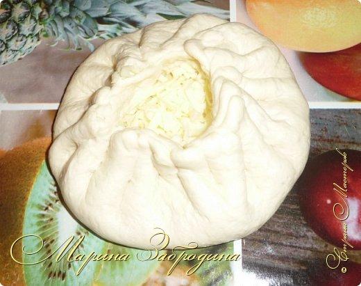 Хачапури по-мегрельски — один из разновидностей грузинского хачапури, рецептов которых множество. Его форма — круглая, в качестве начинки — сыр, чем его больше, тем выпечка вкуснее. Смазывается яичным желтком и также покрывается сыром. Очень вкусно! Подается хачапури по-мегрельски в теплом виде на завтрак или ужин, с чаем или вином. Домашняя ароматная выпечка, много расплавленного сыра, хрустящая хлебная корочка — это бесподобно, просто не передать.  фото 6