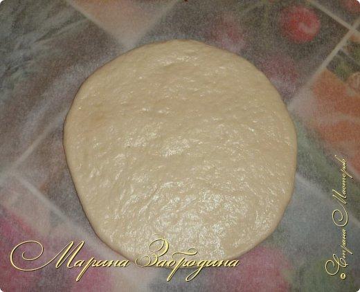 Хачапури по-мегрельски — один из разновидностей грузинского хачапури, рецептов которых множество. Его форма — круглая, в качестве начинки — сыр, чем его больше, тем выпечка вкуснее. Смазывается яичным желтком и также покрывается сыром. Очень вкусно! Подается хачапури по-мегрельски в теплом виде на завтрак или ужин, с чаем или вином. Домашняя ароматная выпечка, много расплавленного сыра, хрустящая хлебная корочка — это бесподобно, просто не передать.  фото 8