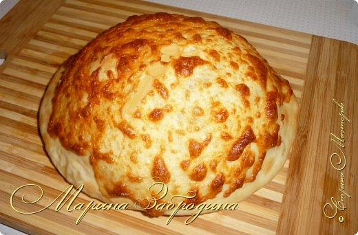 Хачапури по-мегрельски — один из разновидностей грузинского хачапури, рецептов которых множество. Его форма — круглая, в качестве начинки — сыр, чем его больше, тем выпечка вкуснее. Смазывается яичным желтком и также покрывается сыром. Очень вкусно! Подается хачапури по-мегрельски в теплом виде на завтрак или ужин, с чаем или вином. Домашняя ароматная выпечка, много расплавленного сыра, хрустящая хлебная корочка — это бесподобно, просто не передать.  фото 12