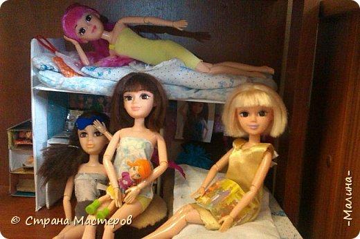 Привет СМ!  Так-как у меня появилась новенькая кукляша- Мили мне пришлось думать о том куда и с кем её поселить... хотела оставить всё как было ,но поставить новую кровать, а в итоге я выбросила все кровати и сделала двухэтажную кровать экономящую место в комнате... Сейчас я вам покажу эту комнату ( в ней поселились Элла и Мили) фото 1