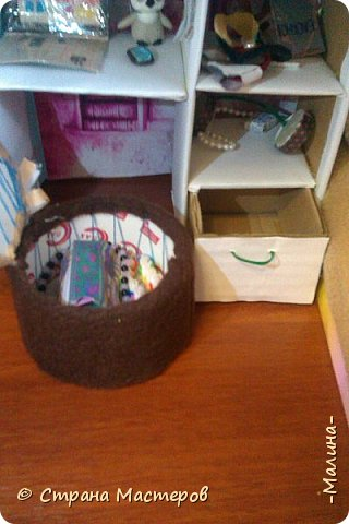 Привет СМ!  Так-как у меня появилась новенькая кукляша- Мили мне пришлось думать о том куда и с кем её поселить... хотела оставить всё как было ,но поставить новую кровать, а в итоге я выбросила все кровати и сделала двухэтажную кровать экономящую место в комнате... Сейчас я вам покажу эту комнату ( в ней поселились Элла и Мили) фото 6