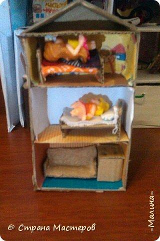Привет СМ!  Так-как у меня появилась новенькая кукляша- Мили мне пришлось думать о том куда и с кем её поселить... хотела оставить всё как было ,но поставить новую кровать, а в итоге я выбросила все кровати и сделала двухэтажную кровать экономящую место в комнате... Сейчас я вам покажу эту комнату ( в ней поселились Элла и Мили) фото 7
