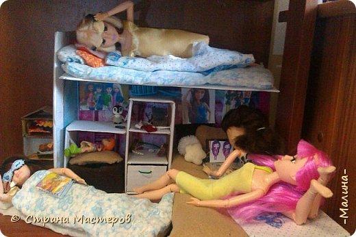 Привет СМ!  Так-как у меня появилась новенькая кукляша- Мили мне пришлось думать о том куда и с кем её поселить... хотела оставить всё как было ,но поставить новую кровать, а в итоге я выбросила все кровати и сделала двухэтажную кровать экономящую место в комнате... Сейчас я вам покажу эту комнату ( в ней поселились Элла и Мили) фото 8