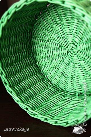 """""""Воздушную"""" корзинку плела по овальной форме, дно(жаль не сфотографировала) по МК Марии Парфенюк http://stranamasterov.ru/user/194969, проплела несколько рядов веревочкой из 4-х трубочек, далее немного ситцевым, потом опять веревочка. фото 5"""