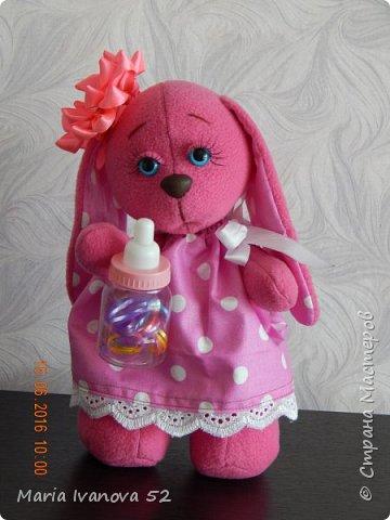 Зайка малыш с бутылочкой, внутри которой резиночки для волос. фото 1