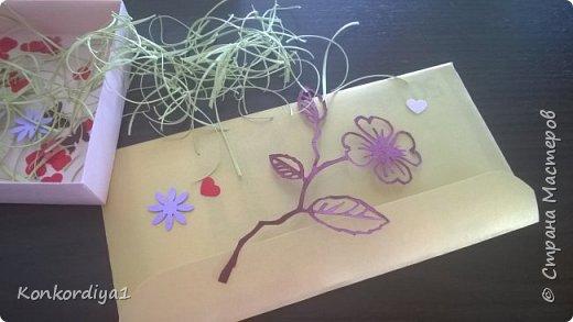 Вот такая нежность получилась из бумаги. цветочки вырезала вручную и немного подкрасила акварелью. фото 7