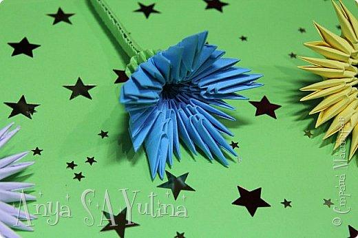 Здравствуйте) Сейчас я вам расскажу и покажу, как делать этот голубой цветок техникой модульное оригами. Чтобы посмотреть урок, спуститесь чуть ниже по странице:) фото 4