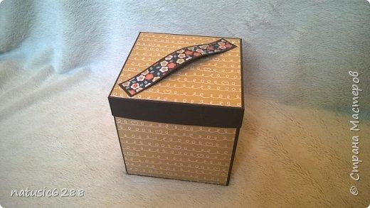 """Необычная шкатулка для фотографий раскладывается в четыре стороны, и содержит в себе интересные """"кармашки"""" и """"секретики"""". Внутри спрятана коробочка для хранения памятных вещей.  Есть открывающиеся элементы на магнитах. Идеальна в качестве подарка, а также для хранения личных воспоминаний! фото 1"""