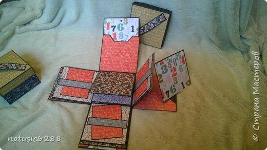 """Необычная шкатулка для фотографий раскладывается в четыре стороны, и содержит в себе интересные """"кармашки"""" и """"секретики"""". Внутри спрятана коробочка для хранения памятных вещей.  Есть открывающиеся элементы на магнитах. Идеальна в качестве подарка, а также для хранения личных воспоминаний! фото 6"""