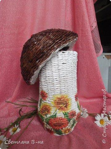 Вот один из моих любимых грибочков (высота 35 см). Сколько их было уже сделано и раздарено... сбилась со счета.  фото 2