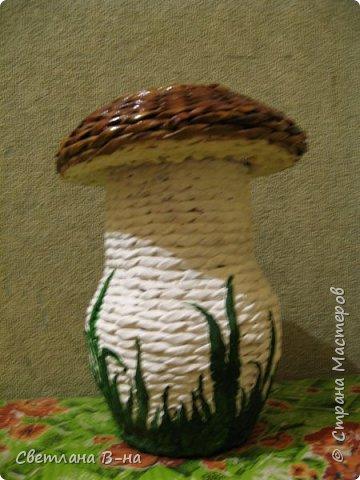 Вот один из моих любимых грибочков (высота 35 см). Сколько их было уже сделано и раздарено... сбилась со счета.  фото 4