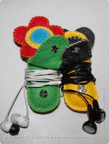Милые фетровые штучки, стильный и яркий аксессуар. Эти органайзеры помогут вам найти наушники в сумочке, они никогда не запутаются и не потеряются. На такие держатели даже дети с удовольствием накручивают свои наушники и не теряют их каждый день)  фото 4