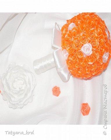 Оранжевый букет дублер. Кажется, что вся радость жизни сосредоточилась в оранжевом цвете. Яркий, насыщенный, сочный — он излучает энергию и позитив. Его щедрость не знает границ, а энтузиазм бьет через край. Попав в объятия оранжевой магии, хочется остаться в ней навсегда. фото 2