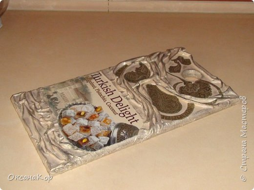 Доброго времени суток. Эту дощечку попросили оформить как декоративную, дав коробку от Турецких сладостей. Уж очень по душе им эта страна. фото 2
