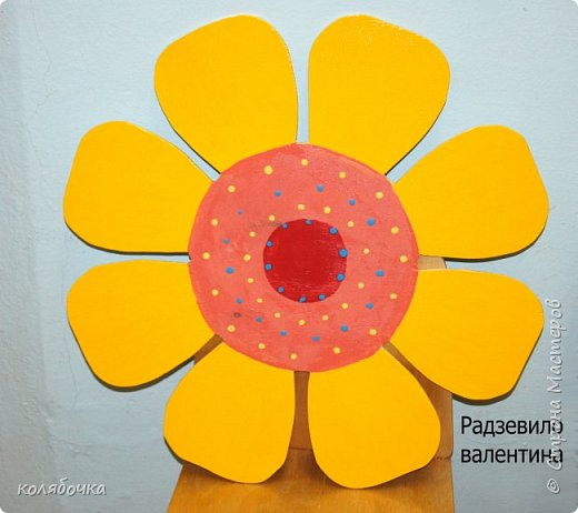 Для садика рисовала бабочку,солнышко и цветочек.На бабочку 8 часов ушло )) (по 3 слоя краски,эмалью красила) фото 3
