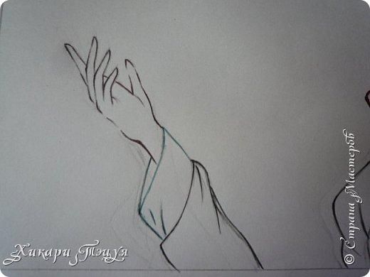 Здравствуйте! Ну вот и обещанный МК девушки-аниме. Правда, только первая часть. Но на большее пока нет времени.  Сегодня мы нарисуем ее карандашом, обведем ручками и разрисуем голову.  Для работы нам нужно: простой карандаш и ластик, цветные ручки, цветные карандаши и корректор, можно еще взять фломастеры, так как я не знаю, пригодятся они нам или нет, потому что фоткаю по ходу того, как рисую. фото 24