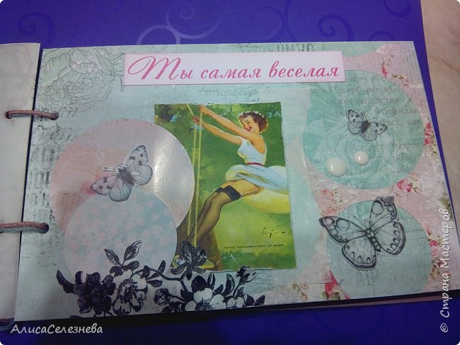 """Привет всем! Сегодня покажу вам две книжки, делала на заказ, одна чековая, другая просто поздравительная. Честно, в инете даже не встречала книжек для девушек, все как-то для мужчин. Но вот пришлось делать. Получилась такая вот нежность, бумага Скрапберис """"Розы"""" фото 12"""