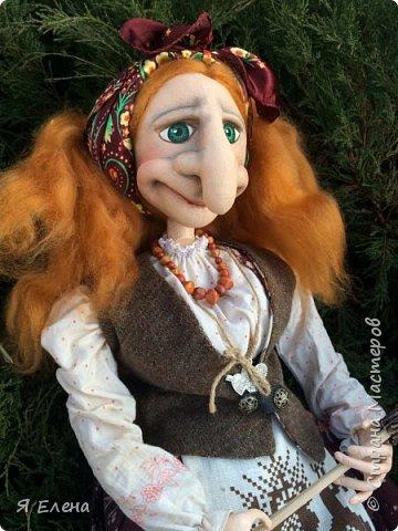 Баба Яга с рыжими волосами