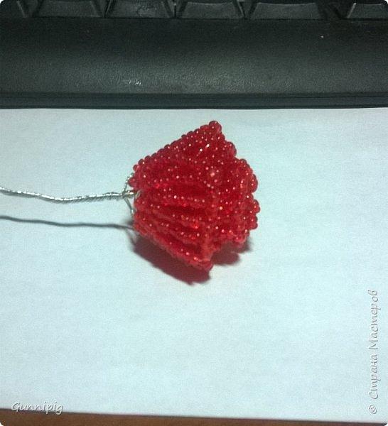 Вот такая красная плетистая розочка у меня получилась. Решила также выложить пошаговый процесс ее создания, мало ли, кому пригодится) фото 11