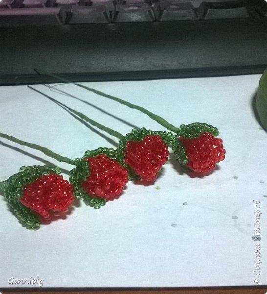 Вот такая красная плетистая розочка у меня получилась. Решила также выложить пошаговый процесс ее создания, мало ли, кому пригодится) фото 21