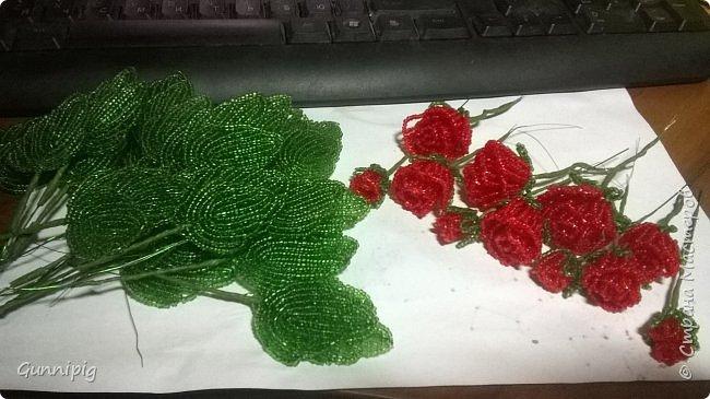 Вот такая красная плетистая розочка у меня получилась. Решила также выложить пошаговый процесс ее создания, мало ли, кому пригодится) фото 25