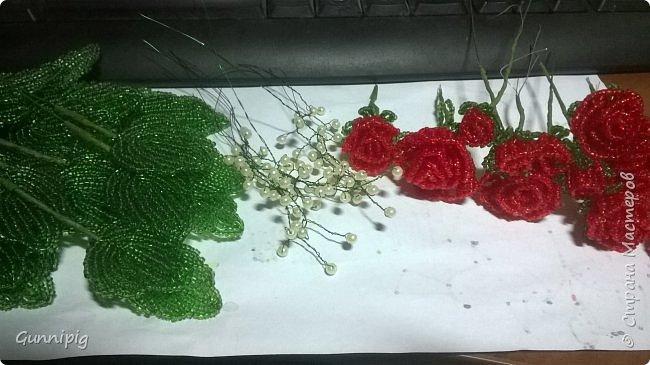 Вот такая красная плетистая розочка у меня получилась. Решила также выложить пошаговый процесс ее создания, мало ли, кому пригодится) фото 27