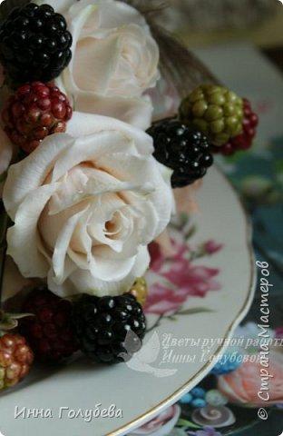 """Девочки,я сегодня к вам вот с таким цветочным"""" тортиком"""". А чем композиция из цветов отличается от блюда) Правильно подобрать ингридиенты- цветы, замешать их в нужном количестве и испытывать наслаждение эстетического вкуса. Я сама еще учусь составлять букетики,но надеюсь,что уже кое- что у меня получается. фото 15"""