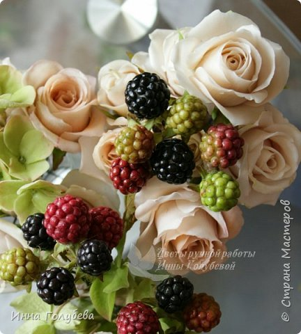 """Девочки,я сегодня к вам вот с таким цветочным"""" тортиком"""". А чем композиция из цветов отличается от блюда) Правильно подобрать ингридиенты- цветы, замешать их в нужном количестве и испытывать наслаждение эстетического вкуса. Я сама еще учусь составлять букетики,но надеюсь,что уже кое- что у меня получается. фото 10"""