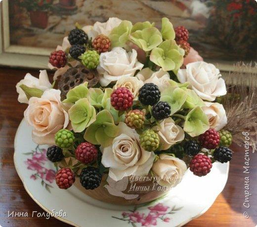 """Девочки,я сегодня к вам вот с таким цветочным"""" тортиком"""". А чем композиция из цветов отличается от блюда) Правильно подобрать ингридиенты- цветы, замешать их в нужном количестве и испытывать наслаждение эстетического вкуса. Я сама еще учусь составлять букетики,но надеюсь,что уже кое- что у меня получается. фото 12"""