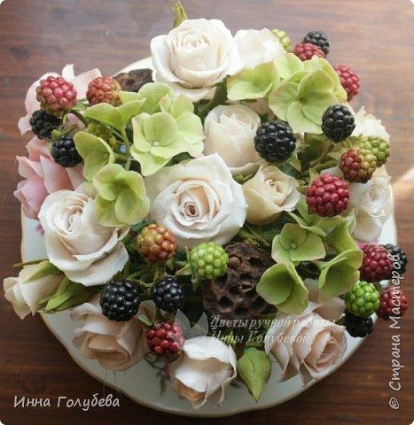 """Девочки,я сегодня к вам вот с таким цветочным"""" тортиком"""". А чем композиция из цветов отличается от блюда) Правильно подобрать ингридиенты- цветы, замешать их в нужном количестве и испытывать наслаждение эстетического вкуса. Я сама еще учусь составлять букетики,но надеюсь,что уже кое- что у меня получается. фото 19"""
