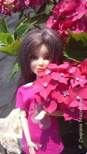 Привет! Я пошила для своих кукол Лив розовую тунику с бабочкой и джинсы. Вообще это должна была быть работа на конкурс, но я не успела. Был плохой интернет.  фото 12