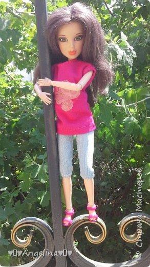 Привет! Я пошила для своих кукол Лив розовую тунику с бабочкой и джинсы. Вообще это должна была быть работа на конкурс, но я не успела. Был плохой интернет.  фото 8