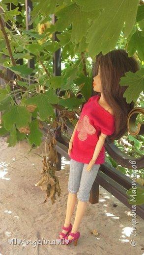 Привет! Я пошила для своих кукол Лив розовую тунику с бабочкой и джинсы. Вообще это должна была быть работа на конкурс, но я не успела. Был плохой интернет.  фото 7
