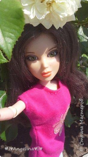 Привет! Я пошила для своих кукол Лив розовую тунику с бабочкой и джинсы. Вообще это должна была быть работа на конкурс, но я не успела. Был плохой интернет.  фото 6
