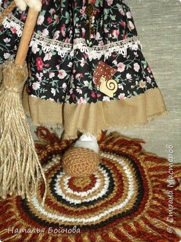 Кукла выполнена в скульптурно-текстильной технике. Коврик связан крючком. фото 5