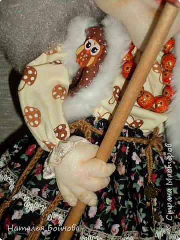 Кукла выполнена в скульптурно-текстильной технике. Коврик связан крючком. фото 4