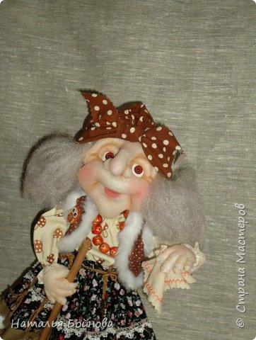 Кукла выполнена в скульптурно-текстильной технике. Коврик связан крючком. фото 2