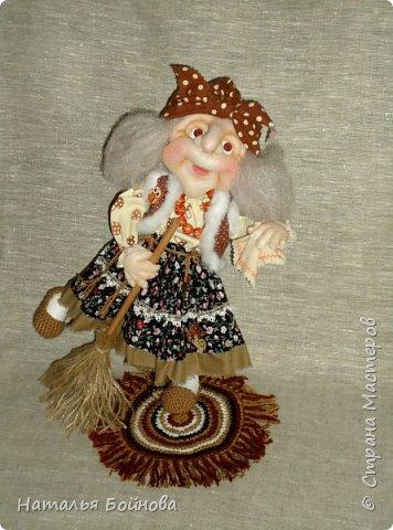 Кукла выполнена в скульптурно-текстильной технике. Коврик связан крючком. фото 6