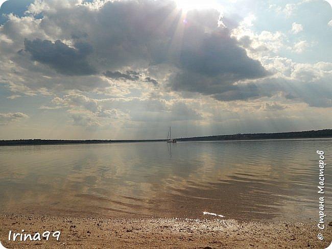 И снова ЗДРАВСТВУЙТЕ!  Ах, какое же у нас жаркое лето...Совсем  недавно все жаловались, что мол, лето заблудилось....и вот оно...У нас 37-39 жары в тени....спасает река.....В 6 утра я уже  хожу на реку...вода -как парное молоко...тёплая и нежная.Хоть так  можно на весь день зарядиться энергией. Приглашаю вас на прогулку по берегу Южного Буга.... Начну со своих любимых закатов.... фото 48