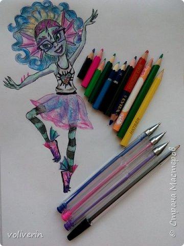 """""""Куколы Монстер Хай (Monster High) нарисованных ручками и цветными карандашами часть два"""" Продолжаю рисовать монстряшек, получаться стало лучше, чем в начале, но ещё есть к чему стремиться. фото 30"""