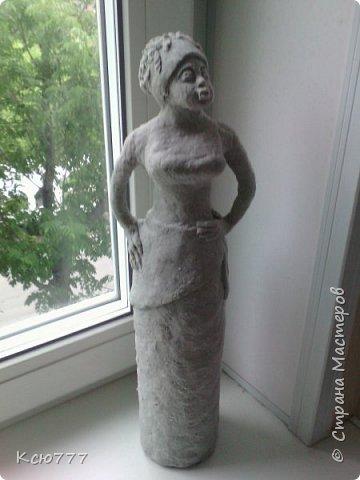 Родилась идея сделать скульптуру из папье-маше. Основа- стеклянная бутылка из под вина фото 3