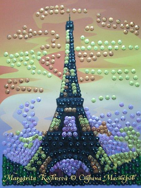 Эйфелева башня из пайеток.