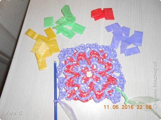 Посмотрела работы Инны Морозовой и загорелась, нашла в интернете вязание в технике барджелло  связала коврик для дачи, вот что получилось. фото 3