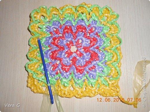 Посмотрела работы Инны Морозовой и загорелась, нашла в интернете вязание в технике барджелло  связала коврик для дачи, вот что получилось. фото 4