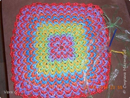 Посмотрела работы Инны Морозовой и загорелась, нашла в интернете вязание в технике барджелло  связала коврик для дачи, вот что получилось. фото 5
